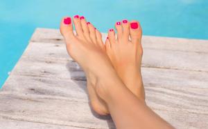 """4 bước biến bàn chân """"lấm lem"""" thành đôi gót ngọc hồng hào"""