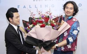 """""""Bạn thân"""" Lý Quí Khánh bất ngờ ôm hoa tới chúc mừng Quang Vinh"""