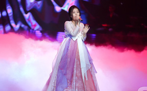 """Han Sara """"nấu lẩu"""" hit """"Lạc trôi' của Sơn Tùng, vào Bán kết The Voice trong sự khó hiểu của khán giả"""