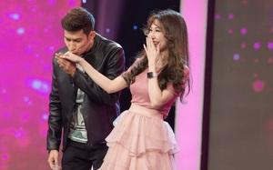 Huy Khánh bất ngờ hôn Khổng Tú Quỳnh trước mặt Ngô Kiến Huy