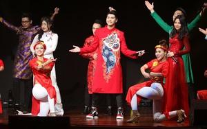 Noo Phước Thịnh cùng trò cưng The Voice nhảy múa tưng bừng tại Malaysia