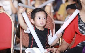 Con trai Khánh Thi siêu đáng yêu khi ngồi dưới cổ vũ cho mẹ