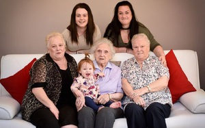 Bức ảnh vô cùng hiếm thấy: Gia đình 6 thế hệ đều là nữ