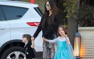 Vừa sốc vừa yêu khi nhìn con trai Megan Fox diện váy như con gái
