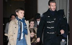 Từng kiếm tiền tỷ nhưng con trai thứ nhà David Beckham lại vui vẻ với công việc rửa chén thuê