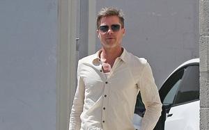 """Brad Pitt bắt đầu """"hẹn hò"""" trở lại sau khi chia tay Angelina Jolie"""