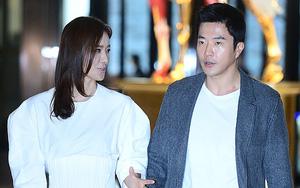 Vợ chồng Kwon Sang Woo và vợ chồng Lee Byung Hun tình tứ tại sự kiện