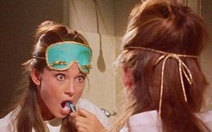 """Cứ làm thế này thì tóc dài hay ngắn, mềm hay xơ cũng chẳng dám """"mất nếp"""" mỗi khi bạn thức dậy"""