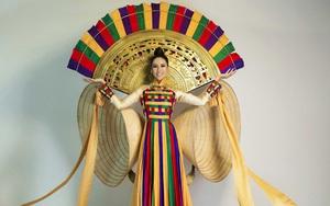 Nguyễn Thị Loan mặc lại trang phục của thí sinh Hoa hậu Hoàn vũ để đi thi quốc tế