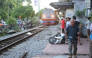 Hà Nội: Va chạm với tàu hỏa,  một người phụ nữ bị thương nặng