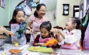 """""""Ngắm trộm"""" những em bé Hà Nội đáng yêu hết nấc trong một lớp học làm bánh Trung thu"""