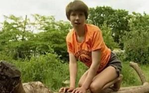 """Cuộc sống bí ẩn của những """"đứa trẻ rừng xanh"""" được thú hoang nuôi dưỡng"""