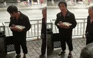 Sợ không nuôi được con, cha mẹ mang bé trai sinh non vứt vào thùng rác