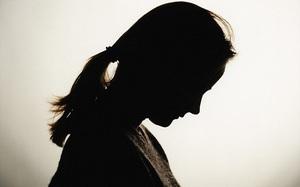 Cưỡng hiếp bé gái 11 tuổi, tên ấu dâm vẫn thoát tội vì lý do nực cười