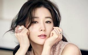 """""""Báu vật hoàng cung"""" Lee Young Ae và những tôn chỉ cho một nhan sắc vượt thời gian"""