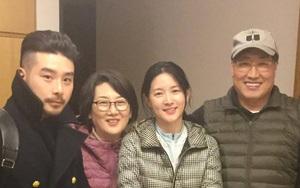 U50 Lee Young Ae đẹp rạng rỡ bên cạnh ông xã kém sắc
