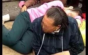 Đôi vợ chồng tàn tật ngồi giữa đường tố thầy giáo xâm hại con gái 14 tuổi gây tranh cãi