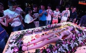 Mẫu nude tiệc sushi kể về nỗi tủi hổ, chua chát nhất cuộc đời