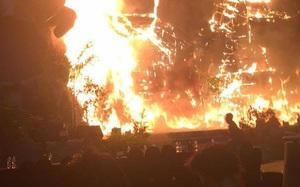 """Sân khấu công chiếu """"Kong: Skull Island"""" tại TP.HCM bất ngờ phực cháy"""