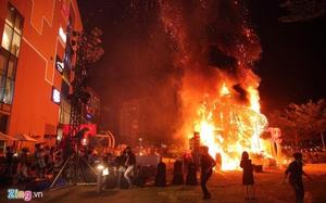 Sân khấu 'Kong: Skull Island' cháy do vũ công múa lửa