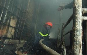 Hà Nội: Dùng hàng trăm mét vòi bơm hút nước ao đình Mai Động chữa cháy 3 căn nhà trong ngõ