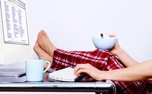 Làm việc ở nhà không khiến quan hệ đồng nghiệp xa cách như nhiều người tưởng, thực tế là mọi thứ còn khăng khít hơn