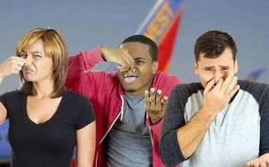 """Máy bay hạ cánh khẩn vì hành khách bị """"Tào Tháo rượt"""""""