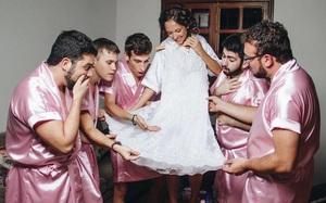 Khi cô dâu nhận ra mình chẳng có cô bạn gái nào và phải huy động anh em đến làm phù dâu