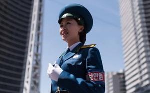 """Bí ẩn về những """"cô gái giao thông"""" Triều Tiên"""