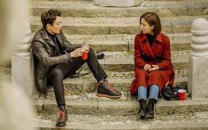 """""""Hắc kỵ sĩ"""" tập 2: Kim Rae Won quá giàu và đáng yêu khiến Shin Se Kyung... chạy """"mất dép"""""""