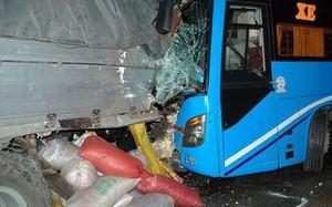 Đâm xe liên hoàn trên quốc lộ, 13 người thương vong