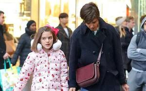 Mới 11 tuổi nhưng cô bé Suri Cruise đã ra dáng thiếu nữ khi dạo phố cùng mẹ