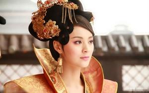 Nàng phi xảo trá có làn da tỏa hương hoa, bị Hoàng đế ép làm chiến lợi phẩm cho bao người chiêm ngưỡng
