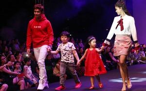 """Loạt """"nhóc tì"""" nhà sao Việt catwalk siêu tự tin cùng bố mẹ trên sàn diễn của Tuần lễ thời trang"""