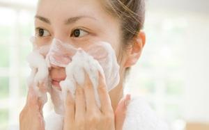 Bác sĩ da liễu cực ngạc nhiên khi ai cũng bỏ qua bước quan trọng mỗi khi rửa mặt