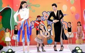 Á hậu Thanh Tú thích thú tạo dáng cùng MC Thanh Mai trên sân khấu