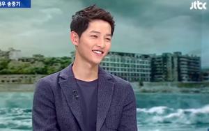 """Song Joong Ki cười rất tươi khi gọi Song Hye Kyo là """"bà xã tương lai"""""""