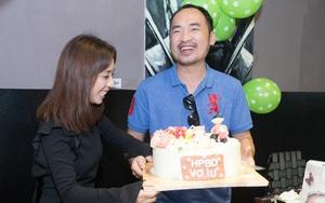Tiến Luật ngọt ngào chúc mừng sinh nhật bà xã Thu Trang