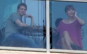 Taylor Swift bị bắt gặp đưa bạn trai mới về quê