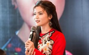 """""""Sao Mai"""" Phạm Phương Thảo xinh tươi diện áo dài đỏ rực"""