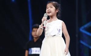 """Ai cũng sẽ rớt nước mắt khi xem bé khiếm thị Minh Hiền hát """"Gặp mẹ trong mơ"""""""