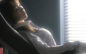 Gửi đàn bà đang thịnh nộ: Lột đồ đánh ghen nhân tình của chồng nhưng tâm có thật sự được bình yên?