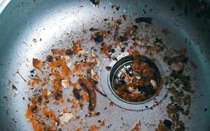 Tiếp tục đổ 10 thứ này xuống bồn rửa bát, đừng than thở sao cống cứ nghẹt hoài nghẹt mãi