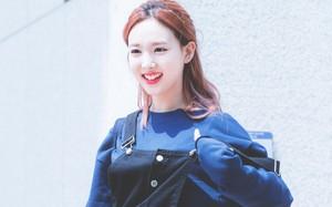 Nếu định đi chơi xa Tết này, bạn hãy học Nayeon (Twice) sắm những món đồ sau
