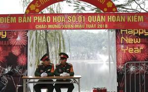 Trận địa pháo hoa trước khoảnh khắc Giao thừa tại Hà Nội