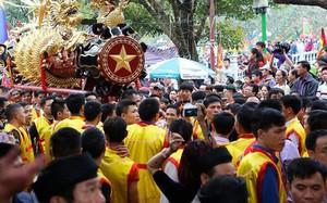 Chùm ảnh: 2 tiếng rước quả pháo dài 6 mét về làng Đồng Kỵ, mở màn mùa lễ hội đầu năm mới