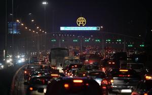 Ùn dài hàng km tại 2 đầu thu phí Pháp Vân hướng đi Hà Nội, nhiều va quệt xảy ra