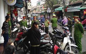 Hà Nội: Lực lượng Công an ra quân lập lại trật tự vỉa hè, lòng đường phố cổ trong ngày đầu tiên đi làm