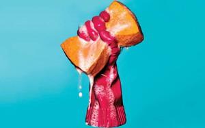 Thử dùng găng tay rửa bát của Hàn, đầu bếp người Mĩ phát hiện ra điều tuyệt vời khó tin