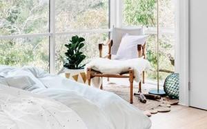 Ngôi nhà dùng kính thay bê tông tinh tế và lãng mạn